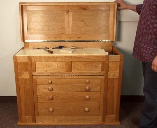 План комбинированного комнатного верстака, совмещает в себе инструментальный ящик и верстак