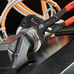 Клещи трубные с зазубренными захватными губками, 25-80мм., чёрные KNIPEX 81 01 250