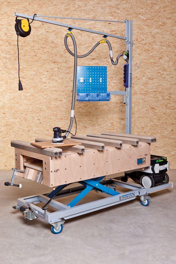 Удобный и универсальный вариант верстака для гаража