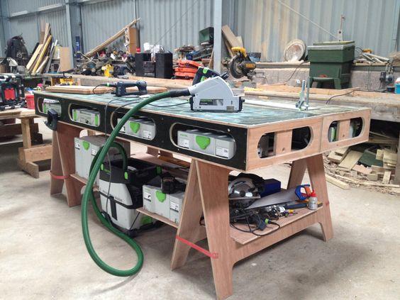 Интересна идея стола с рамным ячеистым подверстачьем