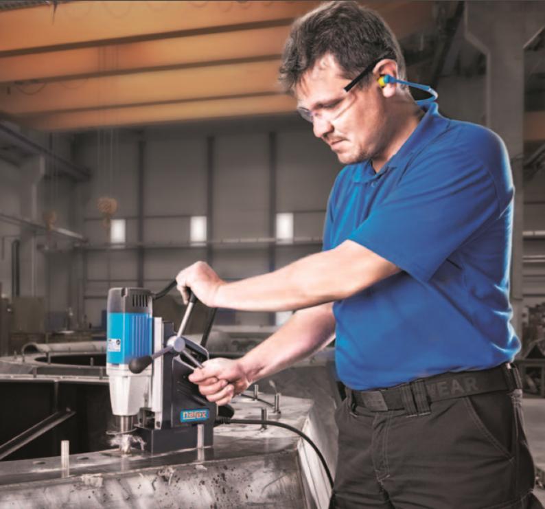 Историю бренда NAREX начали писать в городе Ческа Липа больше чем 70 лет тому назад. Тогда, еще под брендом Siemens, покинули ворота первые дрели  с цельнометаллическим кожухом. С тех пор производство электроинструмента не было никогда прекращено, а наоборот, начало коренным образом расширяться. Поколения техников и инженеров создали множество инновационных решений, многие из которых применяются не только на чешском электроинструменте NAREX, но и на многих знаменитых мировых брендах, таких как : PROTOOL,FESTOOL, FEIN и др. В настоящее время NAREX является составной частью общества TTS Tooltechnic Systems AG & Co., местонахождение в немецком городе Вендлинген, бренд которого (FESTOOL) гордится 90-летой историей производства электроинструмента. Поэтому бренд NAREX остается гарантией качественного и надежного электроинструмента.