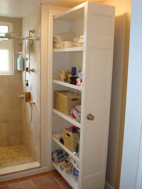Идея встроенного шкафа в ванной комнате