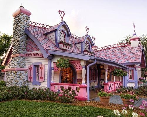 Или розовый пряничный домик