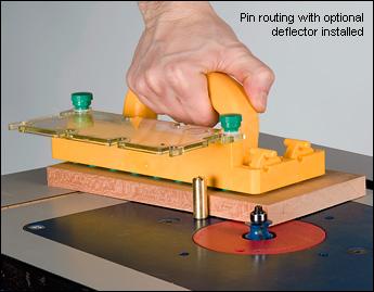 Применяется для безопасного проталкивания заготовок на фрезерных столах, форматно-раскроечных станках, ленточных пилах