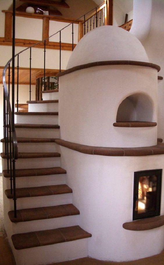 Или объединить камин, а то и печку с лестницей