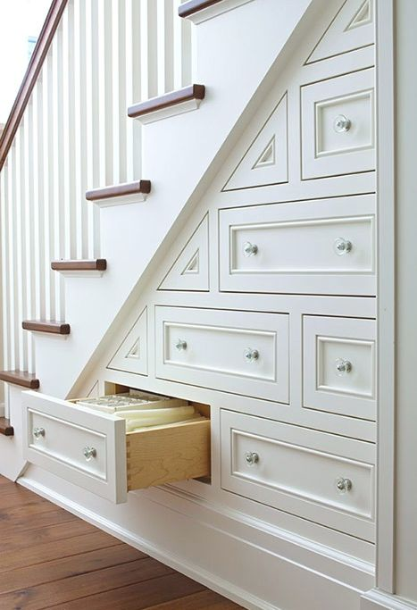 Еще идеи организации пространства под лестницей