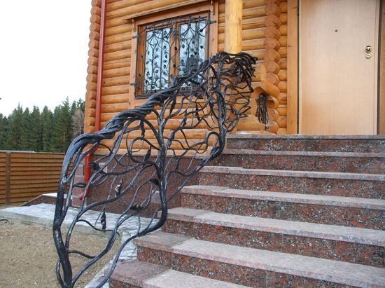 Варианты ограждений лестниц с учетом применения самых разных материалов: