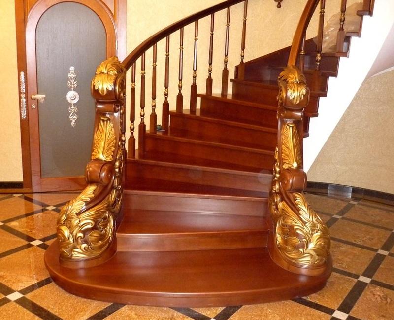 Оформление нижней опоры ограждения лестниц