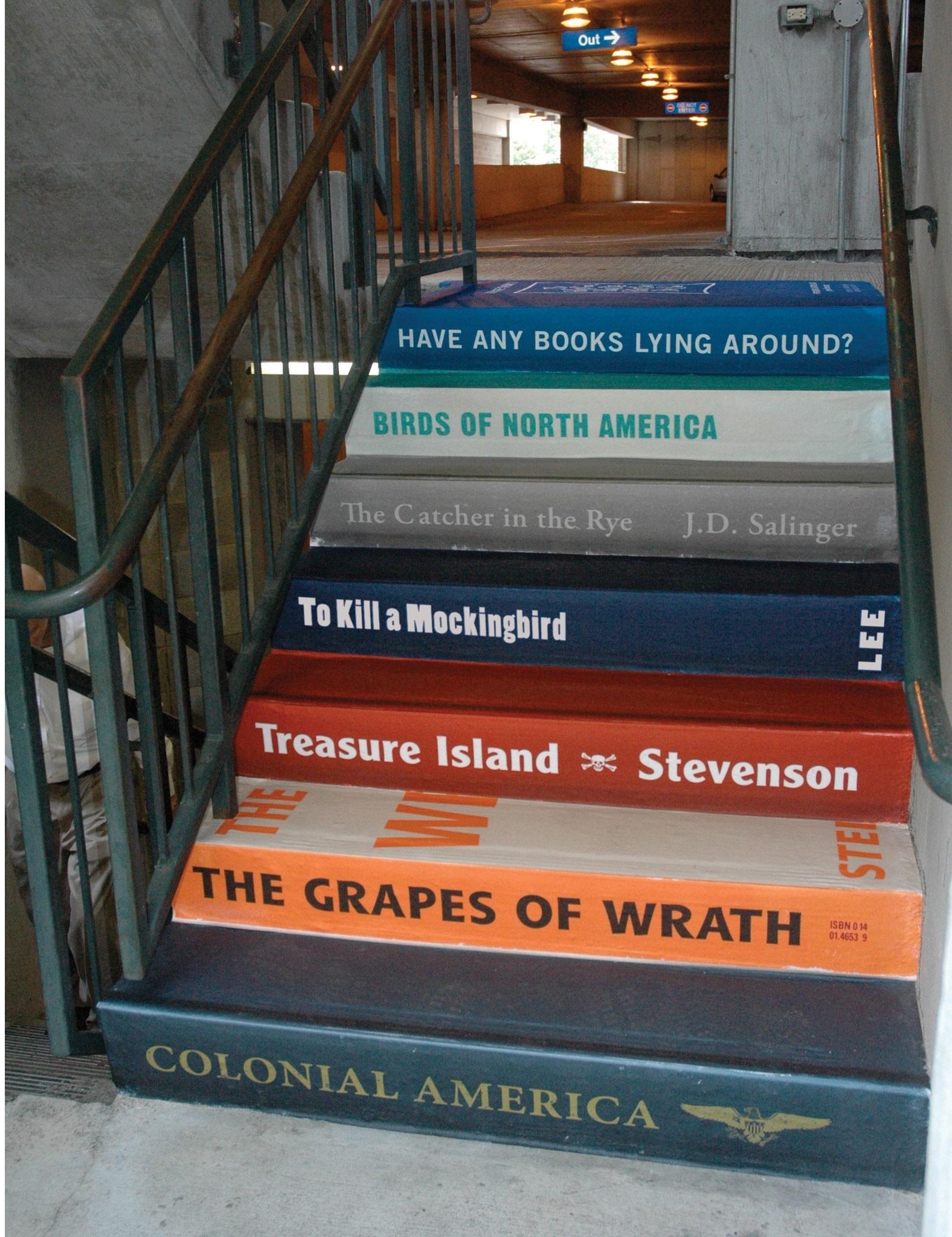 Или сделать домашнюю лестницу в книжной тематике или частью библиотеки