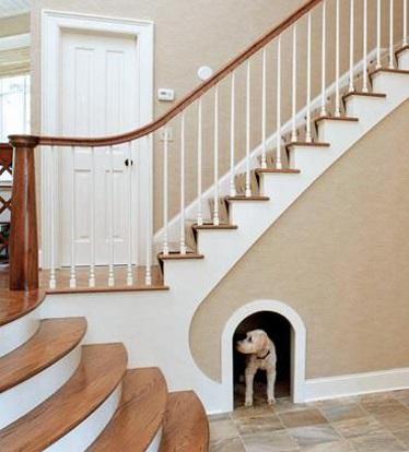 Хозяин всегда подумает и о собаке - будка под лестницей - почему нет