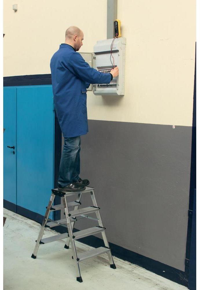 подставка с широкими ступенями из алюминия