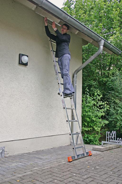 Двухсекционная шарнирная двусторонняя лестница - стремянка Krause Monto TRIMATIC