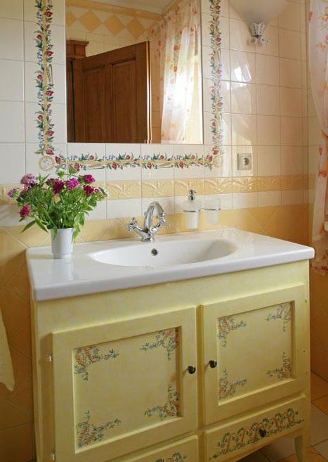 ванная комната в кантри-стиле