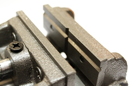  Тиски, вращение в вертикальной плоскости, ширина губок - 75 мм, Lee Valley 70G11.01 U-type angle Vise LV 70G1101