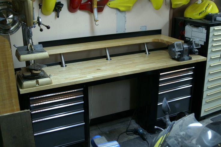 Просто рабочий  стол с возможностями верстака