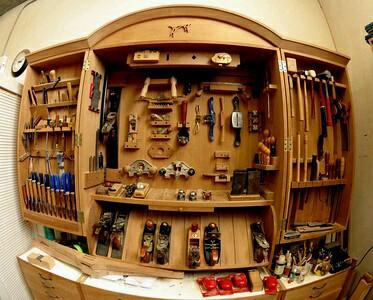 А это уже современные шкафы для инструментов