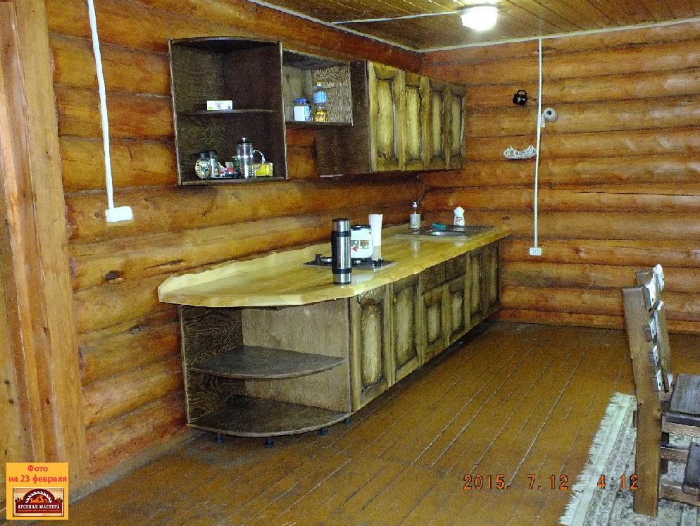 фото своих работ и маленькой мастерской где это все делается: