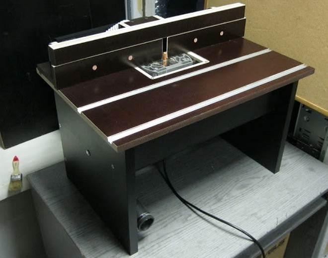 и незатейливых тумб-столиков с фрезером