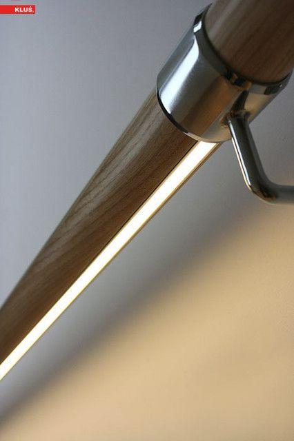 Подсветку вмонтировали в  нижней части самого поручня
