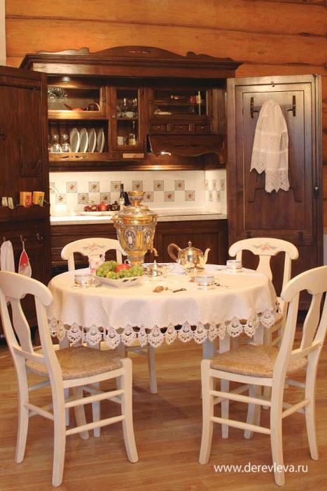 Интерьер кухни в рубленном русском доме в Подмосковье
