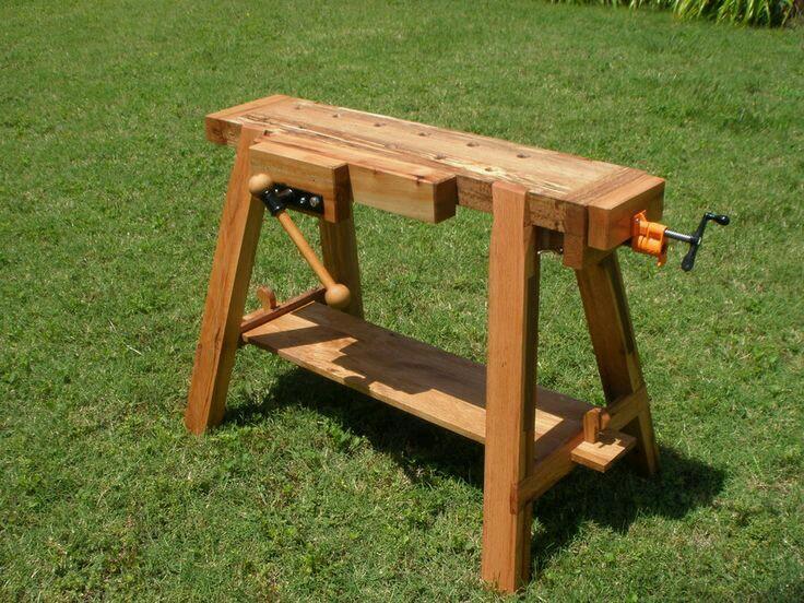 Эти верстаки имеют ножки для создания заданной рабочей высоты столу