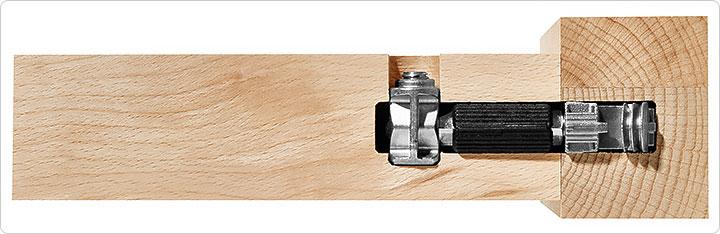 Боковой соединитель представляет собой анкерный болт с двумя муфтами на конце: муфта стяжная поперечная (на фото ниже - слева) и муфта распорная продольная