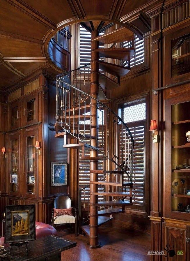 Лестница в библиотеке:
