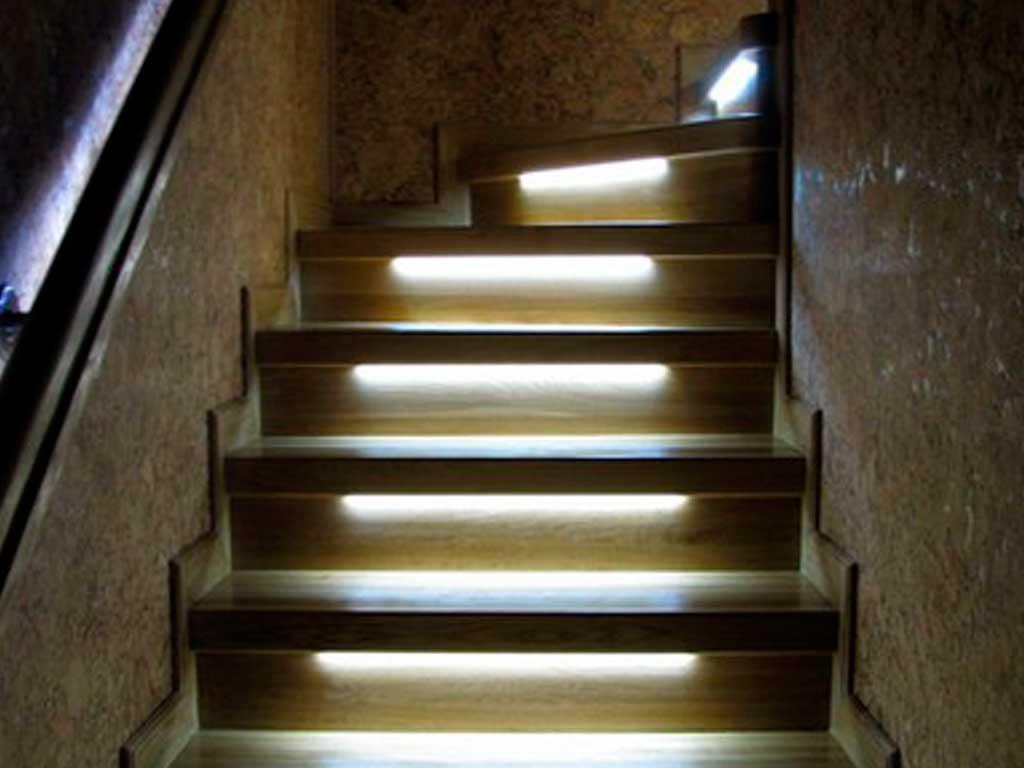 Освещение можно установить в подступенках