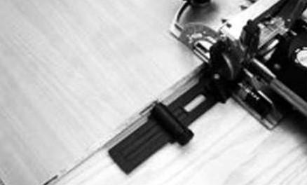 Использование боковых упоров позволяет выполнить фрезерование пазов DOMINO на одинаковом расстоянии друг от друга