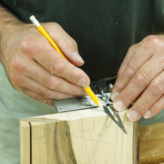 Шаблон используется для разметки ласточкиного хвоста, углов и т.п. в соотношении 1:8.