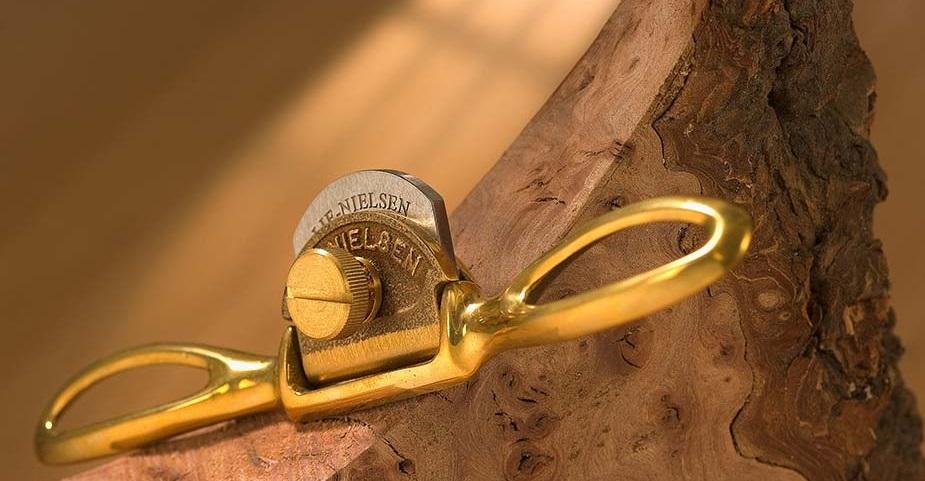 Стружок бронзовый с полукруглой колодкой Lie-Nielsen Small Bronze Spokeshave Presto LN 1-SP-C