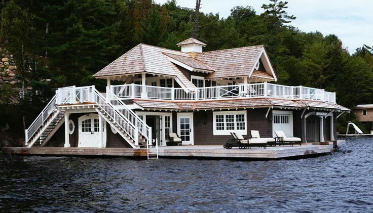 Дома на воде: разные идеи и исполнение