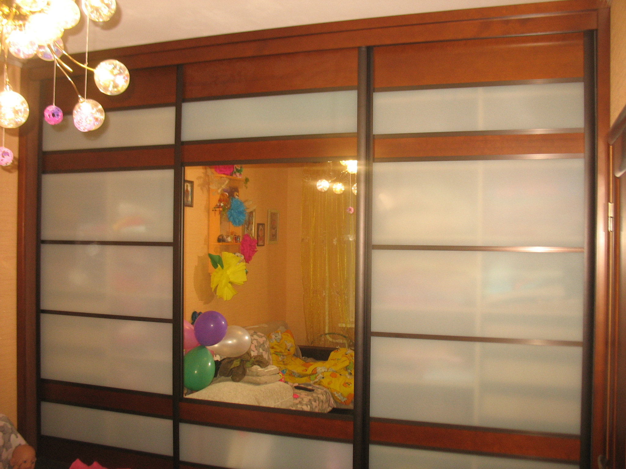 Андрей из г Гомель. Делится с нами: как  сделать  Встроенный шкаф с дверью купе  своими руками.
