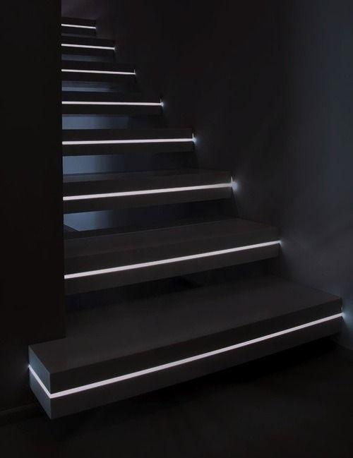 Можно вмонтировать светодиодную ленту в торцы ступеней