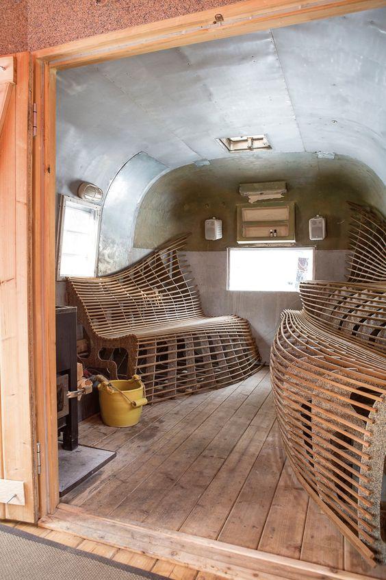 А вот космически-футуристичный вариант бани, сделанный с использованием гравировального станка