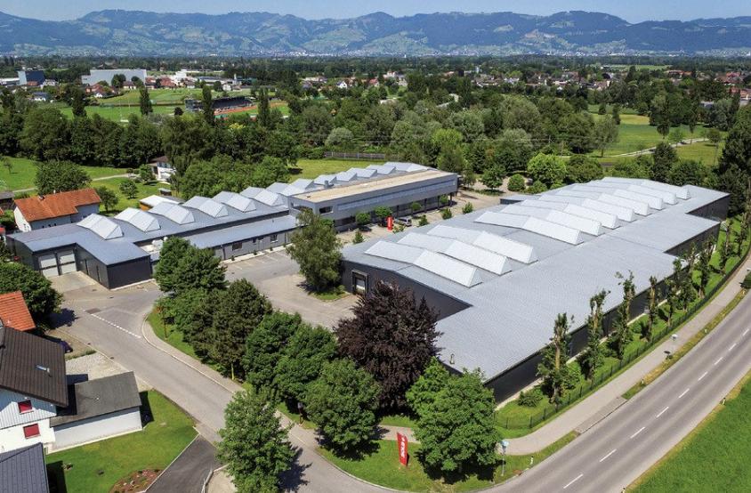 Компания SOLA - мировой лидер в области разработки и производства высококачественных измерительных приборов. Основана в 1949 году. Основные производственные мощности находятся в австрийском городе Гёцисе. Все этапы производства строго контролируются. Готовая продукция проходит внутренние испытания. Инструменты бренда реализуются в 70 странах мира
