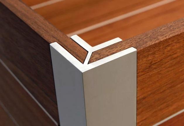 Мебельный уголок соединение на накладках