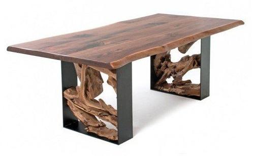 На фото ниже деревенский обеденный стол: основание изготовлено из металла со вставкой из корня тикового дерева, а столешница - из роскошного черного ореха с живым краем