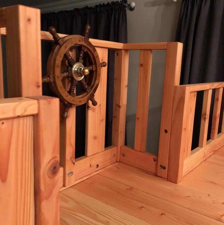 Каждая деревянная деталь обрабатывалась с помощью шлифовальных машинок Festool RО 150, DTS и RTS 400.