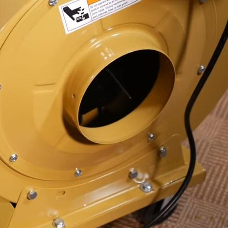 Оборудован двумя патрубками диаметром 100 мм каждый или одним 150 мм