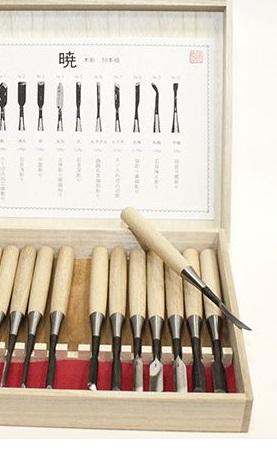 Практически полный набор Tsurugi высококачественных профессиональных японских резцов для выполнения средних проектов.