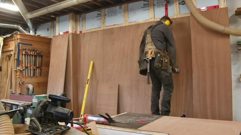 зашивка стены фанерными листами