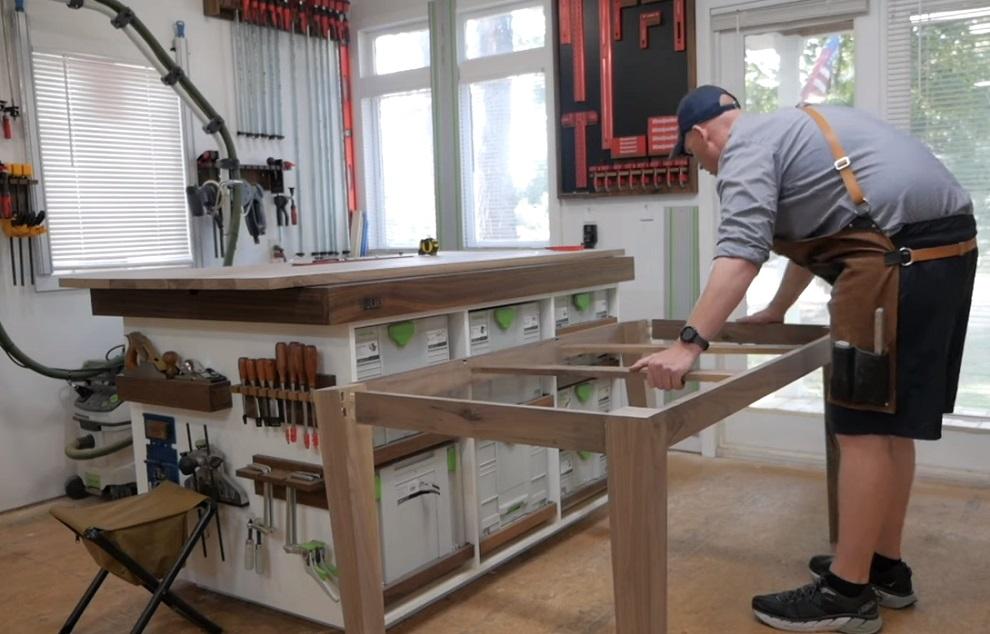 Дюбельный фрезер Фестул Домино Festool DOMINO DF 500  выручит вас в изготовлении ящиков, столов, стульев, тумб, корпусной мебели