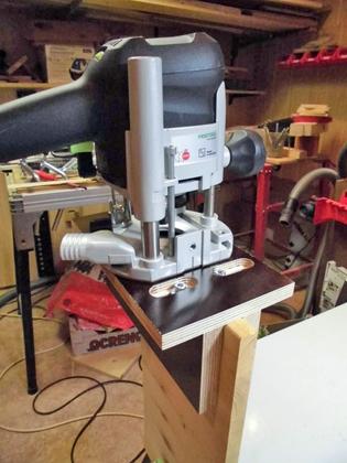 Шаблон для изготовления пазов на торцах заготовки. К примеру - под дверные замки