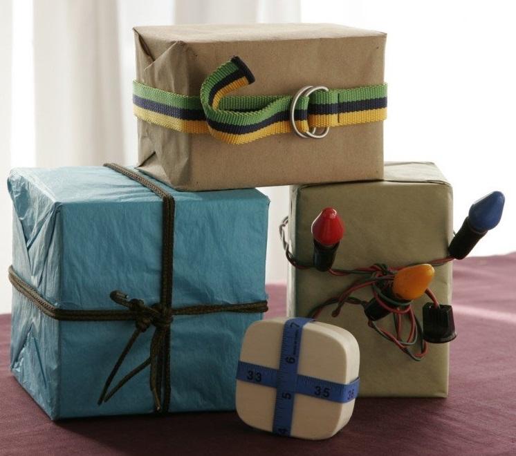 возьмите любые подручные материалы: бечевку, карабины, жгуты, ремни