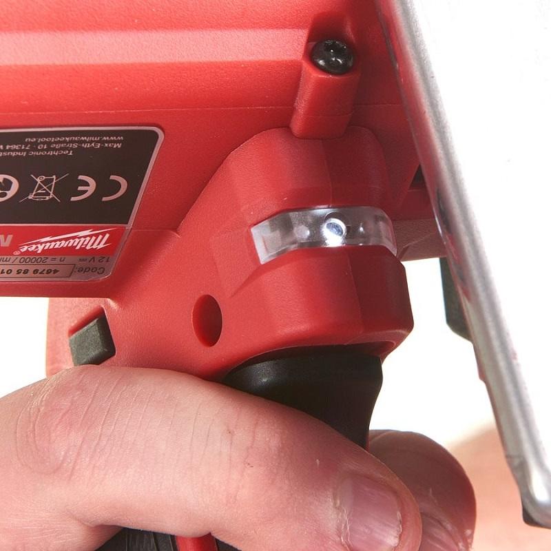 фото аккумуляторная отрезная машина MILWAUKEE M12 FUEL FCOT