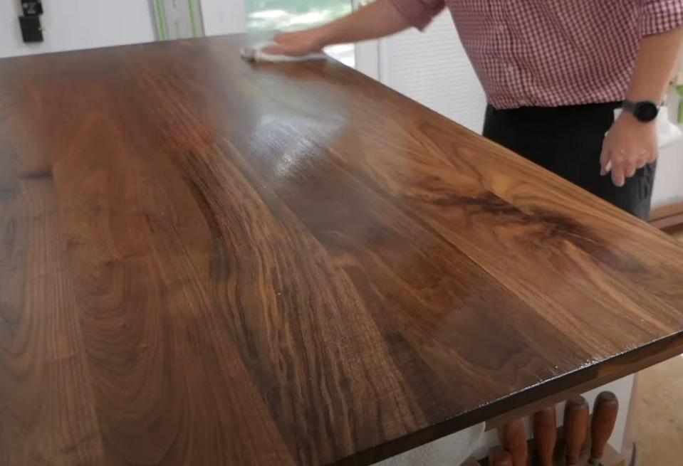 Предлагаем «дышащие» покрытия для древесины на основе натуральных масел и восков.
