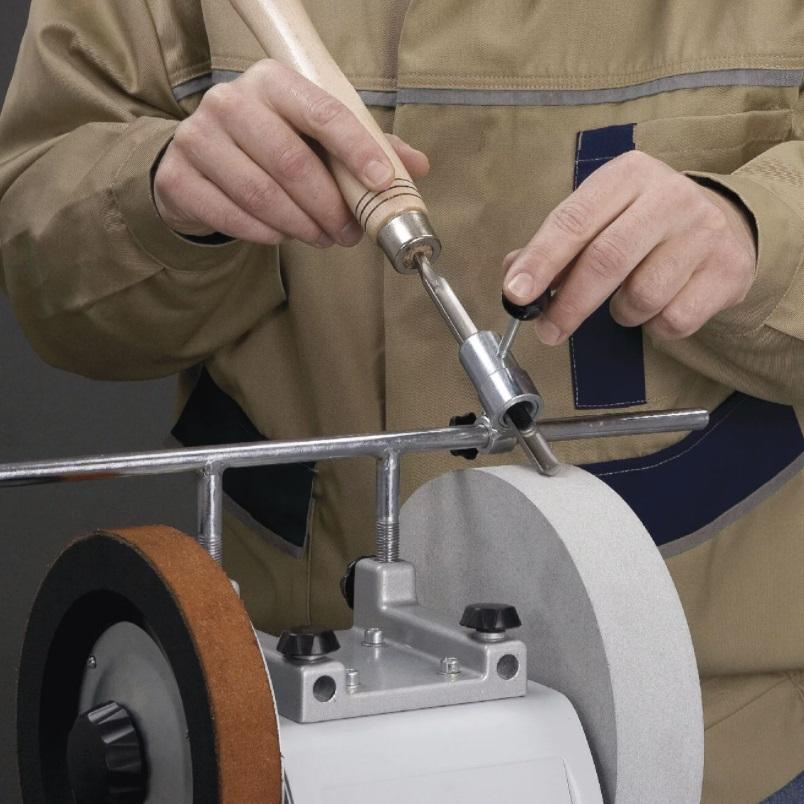 в ассортименте заточные станки для заточки режущего инструмента: ножей, сверл, фрез, резцов, ножей рубанков, стамесок и др