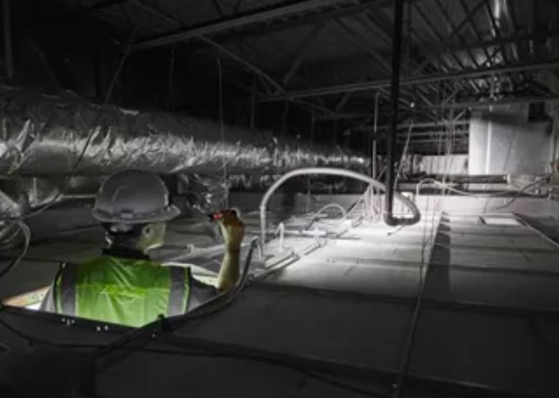 Фонарь светодиодный металлический MILWAUKEE L4TMLED-201