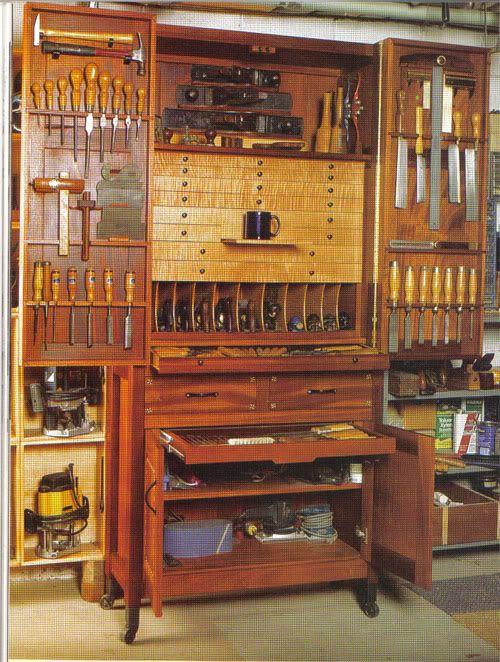 Многие начинают с простого шкафа или даже комода для хранения ручных инструментов